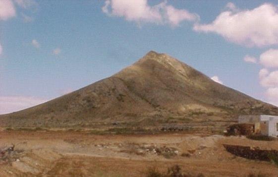 Tindaya es uno de los lugares más telúricos de las islas Canarias.