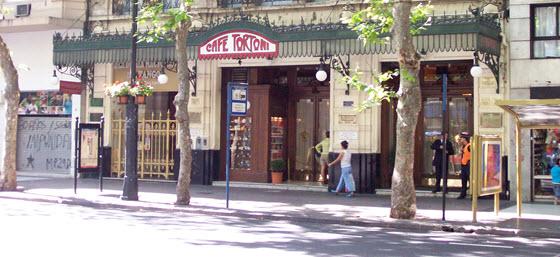 560px_CafeTortoni_Roberto Fiadone