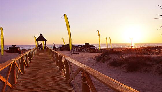 Puesta de sol en la playa de Cortadura de Cádiz. Foto de David Ibañez Montañez