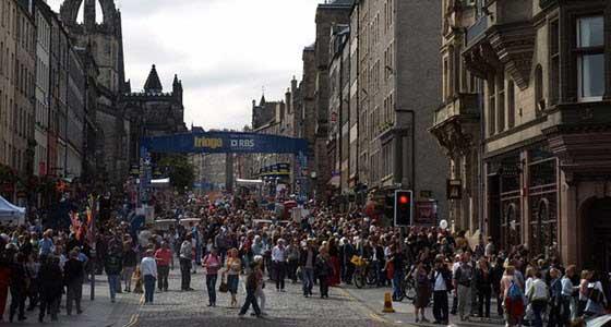Durante el Festival Internacional de Edimburgo, la Royal Mile es un auténtico hervidero de actividad