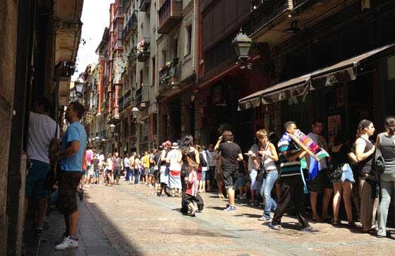 No falta la animación en el Casco Viejo de Bilbao durante el Aste Nagusia