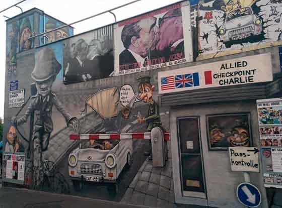 Más de cien murales narran el sentir de los artistas sobre la caída del Muro de Berlín