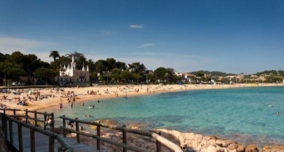En la Costa Brava hay 36 playas de Bandera Azul.