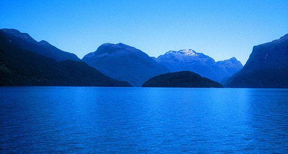 El lago Te Anau es solo uno de los escenarios del parque nacional Fiorland, famoso también por sus rutas senderistas