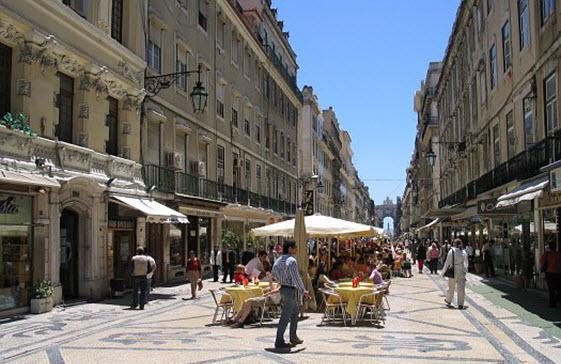 La Rua Augusta es una de las calles comerciales más importantes de Lisboa