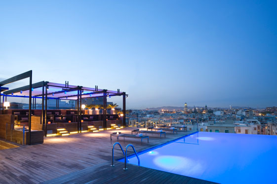 El Sky Bar del Grand Hotel Central es un escenario imprescindible de la noche barcelonesa