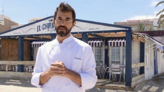 """Santi Millán es el protagonista principal de """"El chiringuito de Pepe"""", en plena Playa Norte de Peñíscola."""