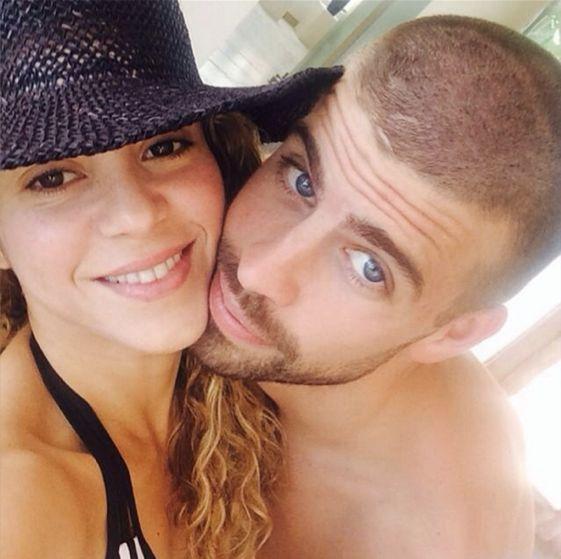¡Todo un selfie! La pareja formada por Shakira y Gerard Piqué, una de las más famosas del mundo