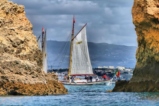 Conocer la costa de Algarve desde mar adentro