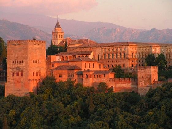Desde ningún otro lugar luce más bella la Alhambra que desde el Mirador de San Nicolás.
