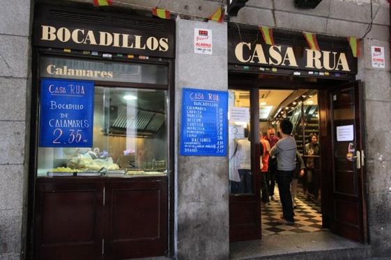 Los bocadillos de calamares son de lo mejore de Madrid.