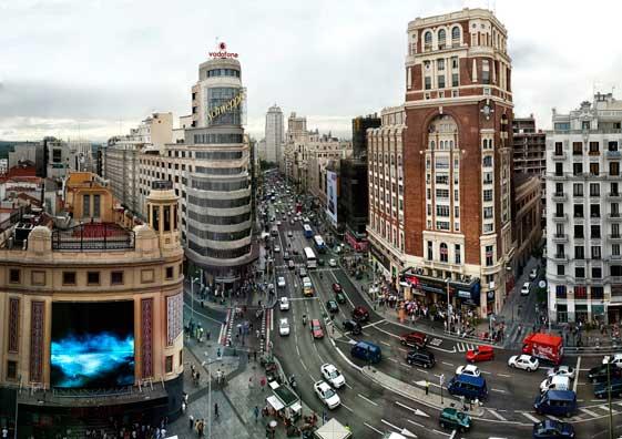 En Madrid hay que pasear por la Gran Vía.