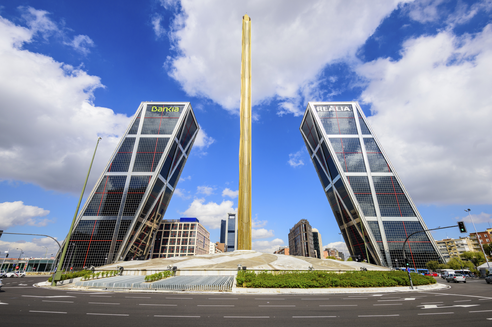 Los 10 edificios m s raros de espa a el viajero fisg n - Torres kio arquitecto ...