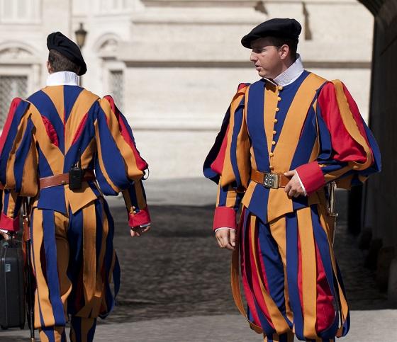 La Guardia Real Suiza, en los puestos de control del Vaticano