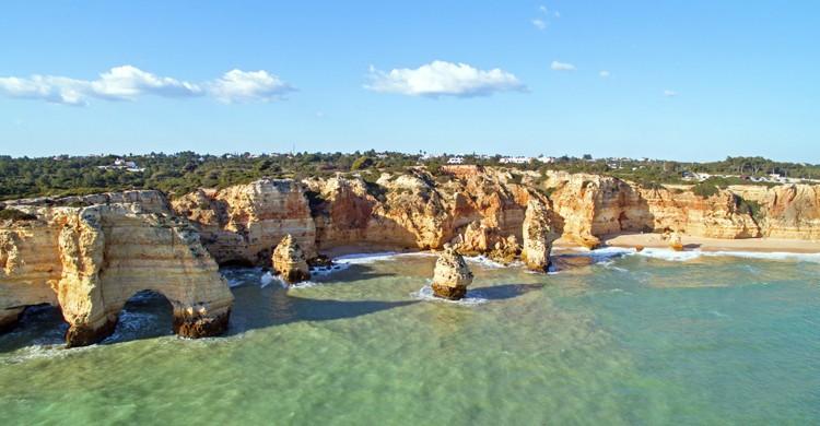 Praia da Marinha (iStock)
