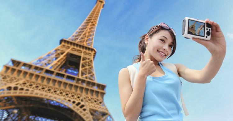 Turistas en la Torre Eiffel (iStock)