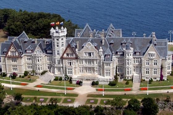 Vista del Palacio de Magdalena en Santander