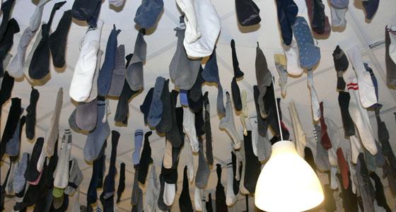 Calcetines colgando del techo Alemania (Flickr-rhoadeecha)