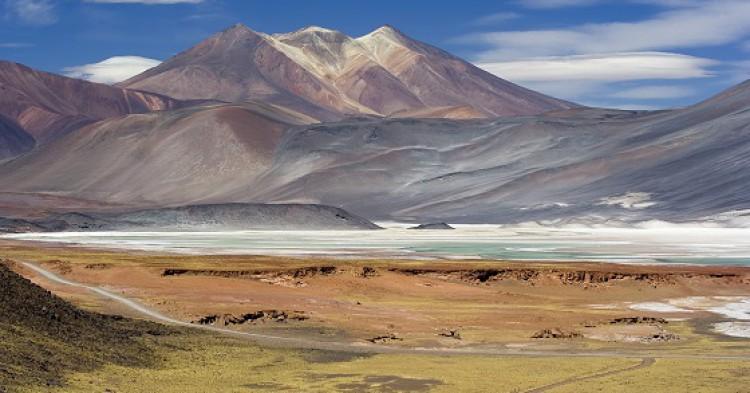 Miscanti_Lagoon_near_San_Pedro_de_Atacama_Chile