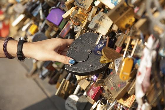 Candados del amor en el Pont des Arts de París