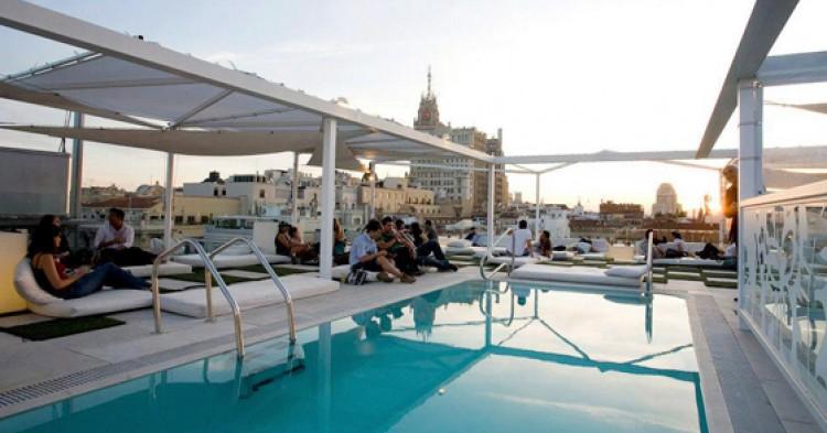 Las 12 azoteas m s trendy de madrid el viajero fisg n for Hoteles nh madrid con piscina