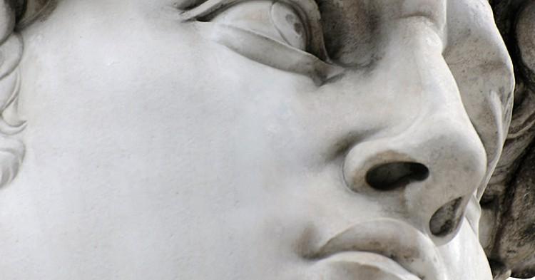Su propia inclinación pone en peligro la escultura con el paso del tiempo. (iStock)