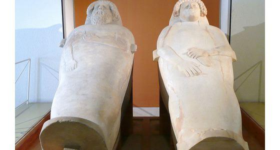 Sarcofagos fenicios11