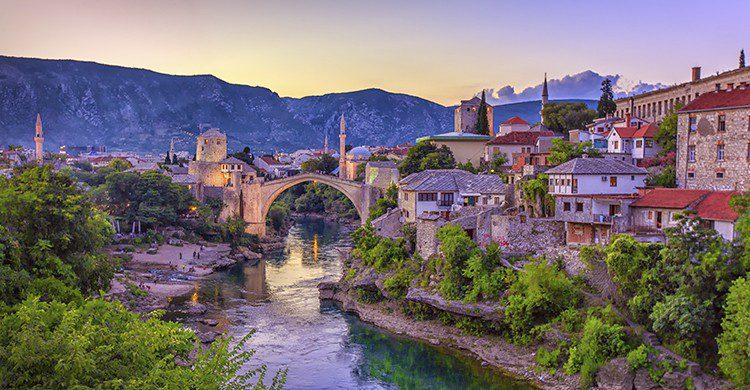 El encanto del atardecer en Bosnia(Istock)