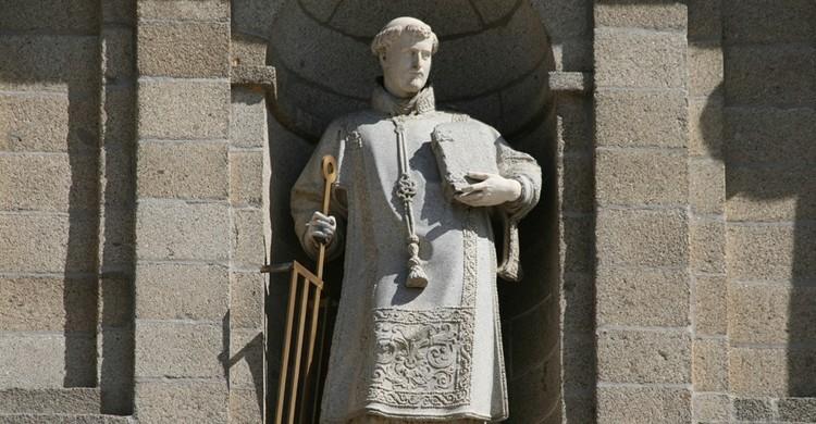 Estatua de San Lorenzo en el monasterio. Contando Estrelas (Flickr)