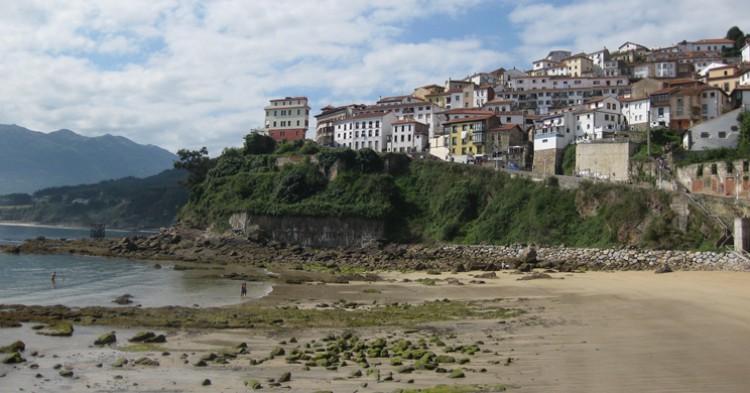 Vista de Lastres desde la playa. Francisco José Blanco Arcos (Flickr)