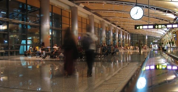 Aeropuerto. Angel Gonzalez Hereza(Flickr).