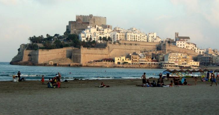 Playa de Peñíscola con el castillo del Papa Luna al fondo. Erik Cleves Kristensen (flickr)