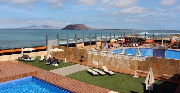 Piscinas y vistas al mar del Gran Hotel Natura