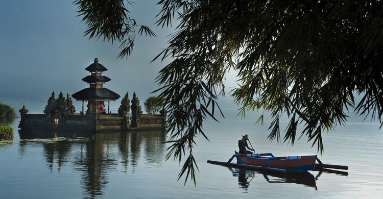 Indonesia, uno de los países exóticos con más encanto donde el nivel de vida no es elevado. Stéphane Lemaire (Gtres).