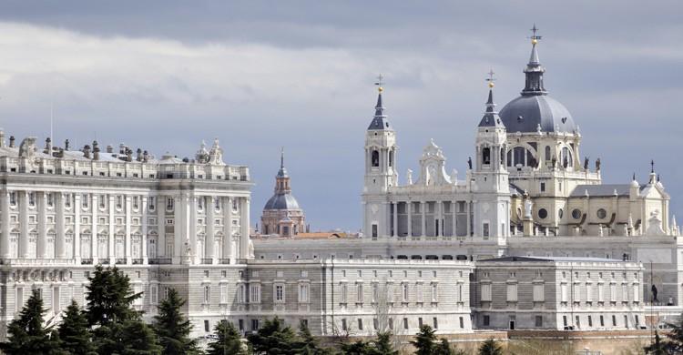 Palacio Real y Catedral de la Almudena (iStock)