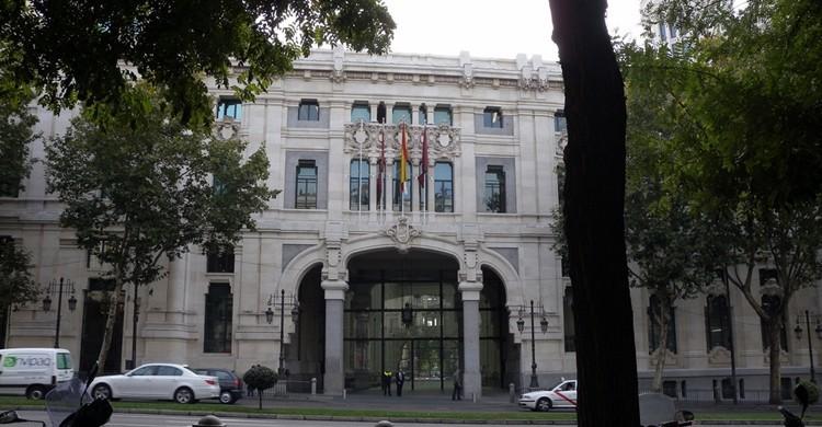 Entrada del Ayuntamiento de Madrid por la calle de Alcalá. Ricardo Ricote Rodríguez (Flickr).