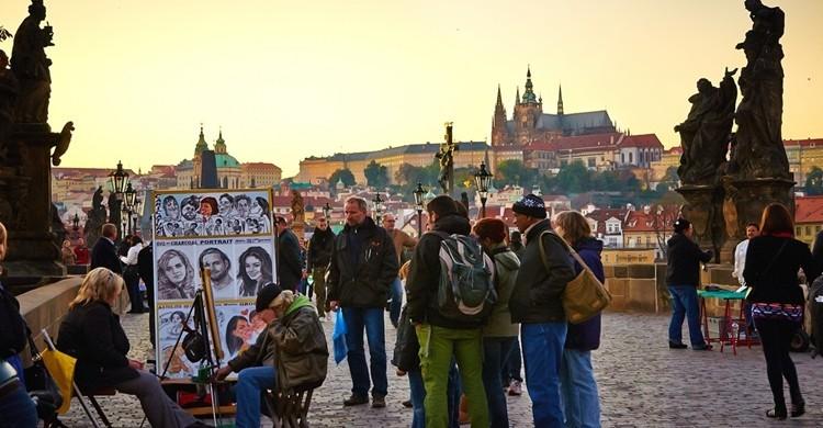 Puente de Carlos en Praga, con sus estatuas a los lados. Moyan Brenn (Flickr)