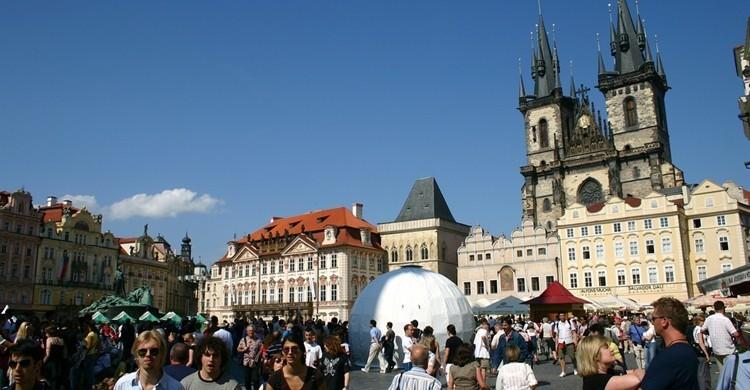 Turistas en la plaza de la Ciudad Vieja. Daniel Means (Flickr)