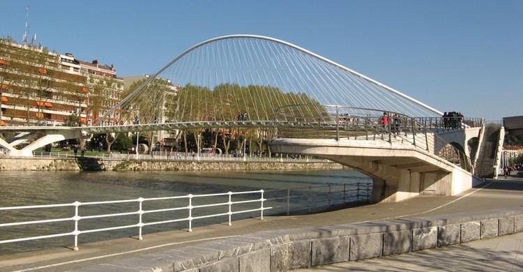 Puente de Zubi Zuri, de Santiago Calatrava. Tnarik Innael (Flickr)