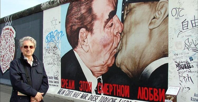El famoso beso entre Brézhnev y Honecker se puede encontrar en esta parte del muro.  Jean-Pierre Dalbéra (Flickr)