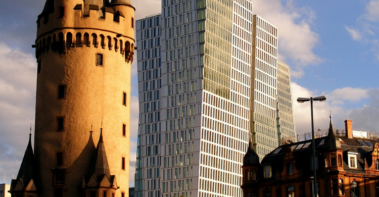 Eschenheimer Turm - Marck Business (Flickr)