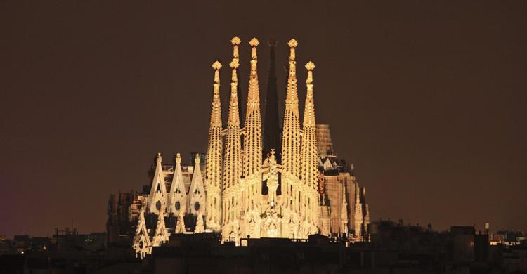 Sagrada Familia Noche (iStock)