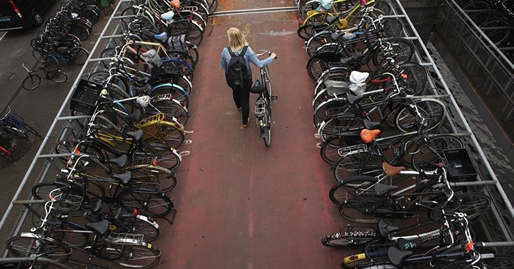 Ámsterdam en bicicleta (iStock)