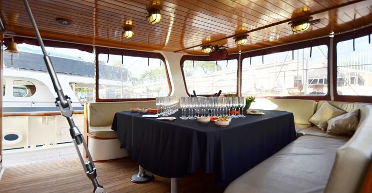 Cenas en barco (Barcelona). Cenas-en-barco-com