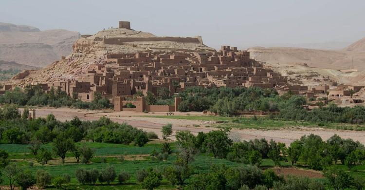 Vista general de Ait Ben Haddou, rodeado de verde, uno de los pueblos más bonitos cerca de Marrakech. Xiquinho Silva (Flickr)
