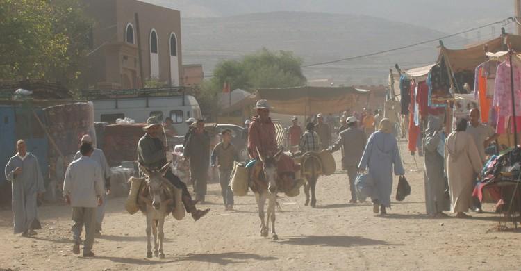 Escena cotidiana en una de las calles de Amizmiz. dave massie (Flickr).