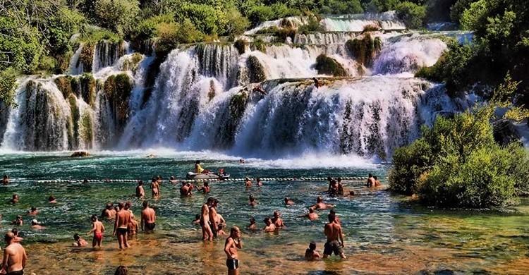 Bañistas en las cataratas de Krka. Mario Fajt (Flickr)
