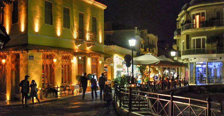Thiseio, de noche, en Atenas. Panos Ginis (Flickr)