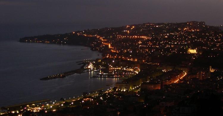 Nápoles, al anochecer. Andrea (Flickr)