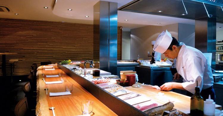 Barra de sushi en Koy Shunka